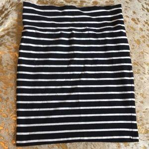 Forever 21 bodycon black and white striped skirt